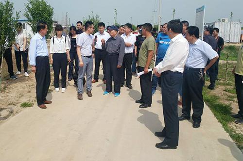 中国科学院印象初院士到蚂蚱养殖基地参观指导